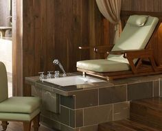 I would like a spa pedicure station in my home.ahhh yes that is luxury! Spa Pedicure Chairs, Diy Pedicure, Pedicure At Home, Nail Spa, Wedding Pedicure, Home Nail Salon, Nail Salon Decor, Salon Decorating, Decorating Ideas