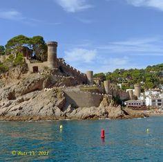 Spain. The medieval castle at Tossa de Mar.  Испания. Средневековая крепость в Тосса де Мар