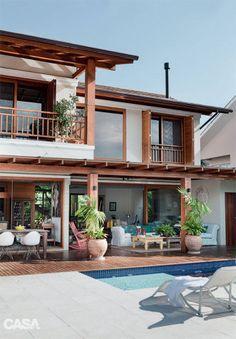 Casa em Florianópolis tem decoração despojada à beira da Lagoa - Casa Rest House, My House, House On The Beach, Thai House, Tropical Houses, Modern Tropical House, Tropical House Design, Modern House Design, Home Fashion