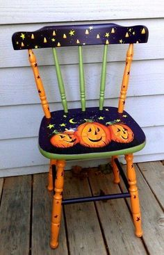 painted chairs - My enjoyable Halloween chair Straightforward Craft, presents simple potentialities to supply your personal merchandise The home describes the development of concepts and merchandise that may make you completely different within the for Fete Halloween, Halloween Projects, Holidays Halloween, Vintage Halloween, Halloween Decorations, Fall Decorations, Hand Painted Chairs, Whimsical Painted Furniture, Hand Painted Furniture