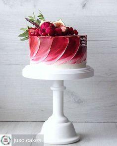Оцените @juso.cakes #juso_cakes # # #моредесертов #торт #тортбезмастики #cake #berries #cakewithberries #свадьба #свадебныйторт #тортнасвадьбу #wedding #weddingcake #weddingday #juso_свадьба #эвкалипт #смородина #малина #красныйторт #красный #red #redcake #Regrann @sweet_video
