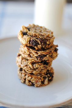 Eat Yourself Skinny!: Guilt-Free Oatmeal Raisin Cookies Eat Yourself Skinny! Desserts Sains, Köstliche Desserts, Dessert Recipes, Breakfast Recipes, Breakfast Cookies, Healthy Cookies, Healthy Baking, Healthy Desserts, Coconut Cookies