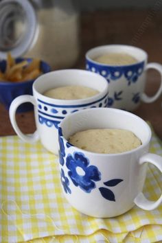 Mug cakes with orange and Cointreau, cooking micro wave less than 2minutes. / Mug cakes à l'orange et Cointreau avec cuisson au micro-ondes de moins de 2 minutes.