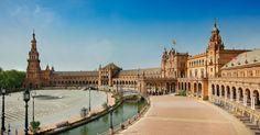 Séville, capitale de l'Andalousie et ville la plus chaude d'Europe, risque de vous faire tomber à genoux devant sa beauté. Voici notre guide de la ville!