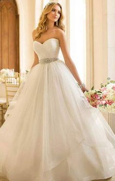 Vestido de noiva princesa simples tomara que caia