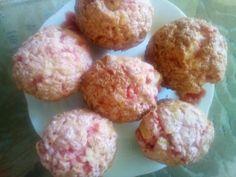 Brioșe cu gem de zmeură și fulgi de ciocolată Muffin, Cupcakes, Breakfast, Ethnic Recipes, Food, Morning Coffee, Cupcake Cakes, Essen, Muffins