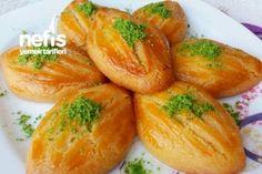 Pastane Şekerparesi ( Tam Kıvamında ) Tarifi ♦๏~✿✿✿~☼๏♥๏花✨✿写☆☀🌸🌿🎄🎄🎄❁~⊱✿ღ~❥༺♡༻🌺<SU Feb ♥⛩⚘☮️ ❋ Turkish Recipes, Ethnic Recipes, Persian Recipes, Turkish Sweets, Iranian Food, Iftar, Arabic Food, Food Crafts, Food Design