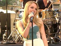 'Voice' star Danielle Bradbery sings new single Young Country Singers, Country Artists, Voice Singer, Danielle Bradberry, Music Competition, Country Music Stars, News Songs, Pop Up, The Voice