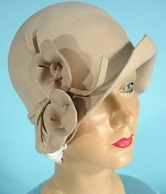 """~1930s Bone Colored Felt """"Cloche"""" Hat Owned and Worn by ANITA LOOS!~"""