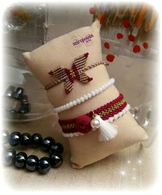 Μακραμέ βραχιόλια-πεταλούδα  macrame bracelet butterfly Napkin Rings, Bracelets, Decor, Thread Bracelets, Decoration, Bracelet, Decorating, Deco, Embellishments