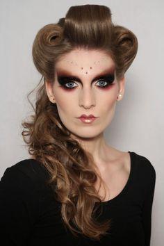 Eye Makeup Tips – How To Apply Eyeliner – Makeup Design Ideas How To Apply Eyeliner, No Eyeliner Makeup, Contour Makeup, Eye Makeup Tips, Makeup Art, Makeup Ideas, Halloween Eye Makeup, Clown Makeup, Maquillage Halloween