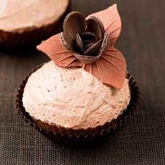 Cupcakes de Baileys. Sigue esta receta paso a paso para preparar unos deliciosos cupcakes rellenos de Baileys con cobertura de frosting de Baileys.
