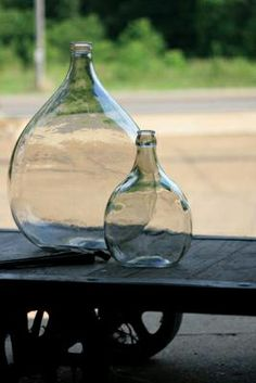 medium and small glass damigiane bottle - clear Antique Glass Bottles, Glass Jug, Antique Glassware, Big Bottle Of Wine, Italian Wine, Bottles And Jars, Glass Collection, Decorative Accessories, Decorative Accents