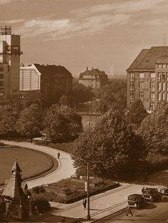 Ansichtskartenausschnitt vom Reichskanzlerplatz im Sommer 1932.