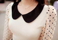 Peter Pan collar and polka dots. Neck Designs For Suits, Sleeves Designs For Dresses, Dress Neck Designs, Collar Designs, Blouse Designs, Churidar Neck Designs, Kurta Neck Design, Modest Outfits, Modest Fashion