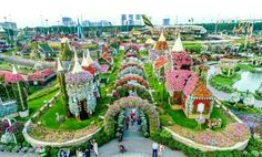 Dubai-Miracle-Garden - Flower garden - house made of flowers - tiny flowers home - Floral art - art with flowers - flower garden - flower images - white flowers - best flowers flowers pictures Garden Images, Garden Photos, Petunias, Dubai Miracle Garden, Die A, Million Flowers, Dubai Garden, Most Beautiful Gardens, Nature
