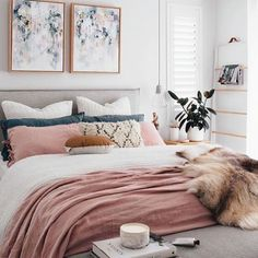 I am LOVING this color scheme. The dusty pink, rich navy, and crisp white just goes so well together! #loveit #interiordesign #springtime : Pinterest