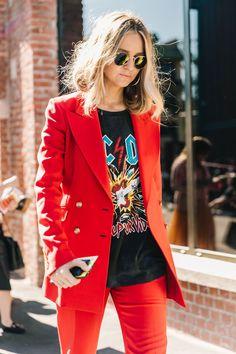 """Com o fim da MFW SS18, só falta mais uma semana de moda para completar o """"mês fashion"""". Os looks de street style – todos elegantes diga-se de passagem – usados em Milão foram já focados no outono."""