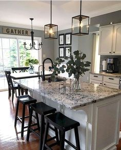 100 Best Farmhouse Kitchen Decor Ideas And Remodel Inspires - Best Ideas to Decorate a Farmhouse Kitchen The kitchen style will probably likely soon undoubtedly be the strategy in case you would like family Classic Kitchen, Farmhouse Style Kitchen, Modern Farmhouse Kitchens, Home Decor Kitchen, Home Kitchens, Kitchen Ideas, Diy Kitchen, Kitchen Inspiration, Kitchen Designs