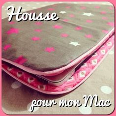 Tuto : Housse ordinateur / Macbook pro Baby Couture, Couture Sewing, Diy Pochette, Macbook Bag, Diy Pencil Case, Diy Purse, Loom Knitting, Sewing Projects, Pouch