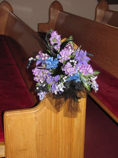 Pew decoration I made Pew Decorations, Wedding Decorations, Wedding Pews, Floral Wreath, Wreaths, Plants, Ideas, Home Decor, Floral Crown