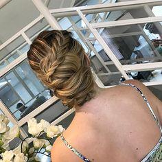 Coque com tranças.... #equipejanainamendes #beauty#hair#hairdo #coqueando#penteadosx#penteadosdivos #style#beautiful