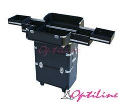 Kuferek kosmetyczny na kółkach Maxi z szufladami czarny ND4  CZĘŚĆ GÓRNA: -otwierana dwustronnie-rozsuwane półki-wyjmowane przegrody -obudowa aluminiowa-zamki kufra zamykane na kluczyk-pasuje duża lampa UV do tipsów CZĘŚĆ DOLNA: Dolna część stanowi osobny kufer na rolkach, zbudowana jest z czterech wysuwanych szuflad i dwóch odpinanych pojemników. kufer jest bardzo praktyczny i pojemny, zaspokoi potrzeby najbardziej wymagających klientów.  Wymiary: 26cm x 36cm x h70cm Kolor: czarny…