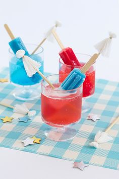 of July Popsicle Cocktail and Tassel Stir Sticks - 10 Red, White and Blue Drinks for the of July Party Fourth Of July Drinks, 4th Of July Desserts, Fourth Of July Decor, Fourth Of July Food, 4th Of July Celebration, 4th Of July Decorations, 4th Of July Party, July 4th, Patriotic Party