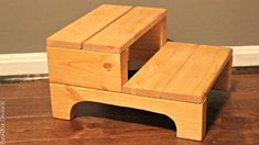 Beginner Woodworking Projects, Learn Woodworking, Woodworking Plans, Bed Steps, Handyman Projects, Wood Table Design, Pallet Ideas Easy, Small Wood Projects, Easy Projects