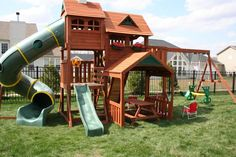 Backyard fort, backyard for kids, kids outdoor play, large backyard lands. Backyard Playground Sets, Backyard Swing Sets, Backyard Playset, Large Backyard Landscaping, Modern Backyard, Backyard For Kids, Playground Ideas, Backyard Fort, Garden Kids