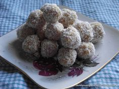 Fruit & Coconut Balls by mummymusingsandmayhem: Made with no sugar but taste and smell sweet due to the fruit and juice. And the coconut on the outside ensured they weren't too sticky to touch! #Snacks #Frui t#Coconut #Healthy #Fussy_Eaters