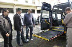 Prefeitura recebe veículo adaptado para transporte de cadeirantes