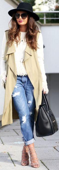 Vest: Zara | sweater: endless love | boyfriend jeans | bag: Céline | sunglasses: Prada | sandals: protection || Fashion Hippie Loves