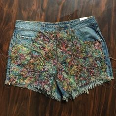 """Urban Outfitters - BDG jean shorts String fray pattern in front. 100% cotton. 3"""" inseam. BDG Shorts Jean Shorts"""