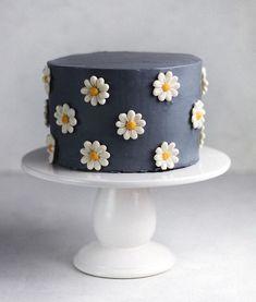 Pretty Birthday Cakes, Pretty Cakes, Cake Birthday, Birthday Ideas, Birthday Cards, Happy Birthday, Flower Birthday Cakes, Brithday Cake, Birthday Star