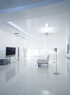 Intérieur salon design tout blanc dans un appartement