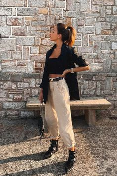 Rocío Osorno adds another infallible Zara to her c . - Slouchy, mom jeans, cyclist … Rocío Osorno adds another infallible Zara to her collection of pant - Zara Outfit, Beige Outfit, Classy Outfits, Trendy Outfits, Fashion Outfits, Outfits With Mom Jeans, Swag Fashion, Zara Fashion, Fashion Pants