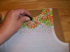 Sharpie and rubbing alcohol 'tie-dye' Sharpie Projects, Sharpie Crafts, Craft Projects, Sewing Projects, Tape Crafts, Fabric Painting, Fabric Art, Fabric Crafts, Sewing Crafts