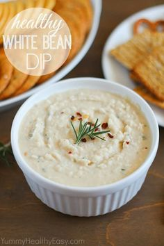 A healthy dip made using cannellini beans. Light and delicious! (Also vegetarian and gluten-free! The post Healthy White Bean Dip appe Dip Recipes, Appetizer Recipes, Vegan Recipes, Snack Recipes, Appetizers, Cooking Recipes, Easy Recipes, White Bean Dip, Sin Gluten