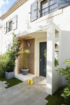 Des idées pour décorer son porche - Melanie Mitterbauer - Yeni Dizi - New Ideas House With Porch, House Front, Door Design, Exterior Design, Front Door Canopy, Window Canopy, Awning Canopy, Canopy Outdoor, Outdoor Decor