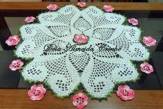 Centro de mesa de crochê feito em linha. Pode ser feito em outras cores. R$ 80,00