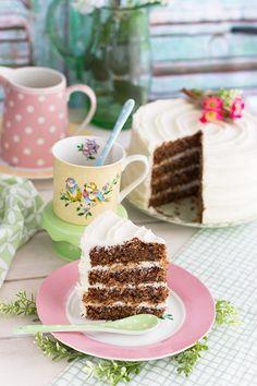 Pastel de colibrí (Hummingbird Cake). una deliciosa combinación de canela, que junto con la humedad de los plátanos maduros, la piña natural y las nueces picadas…se convierten en una deliciosa combinación que te dejará loco por comer un trozo más!