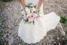 Pastel purple bridal bouquet | Photo by Per Henning