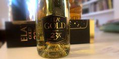 Ένας αφρώδης οίνος από την Ελλάδα με φύλλα χρυσού 23 καρατίων σίγουρα δεν μπορεί να περάσει απαρατήρητος.