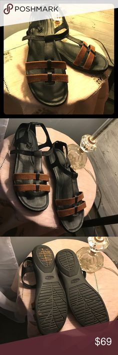 KEEN Rose City T strap sandal, leather Adorable and perfect for summer, these KEEN sandals have been worn once! Super comfortable footbed and soft leather ensure that your feet remain comfortable all day long. Keen Shoes Sandals