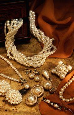 Pearls, pearls, pearls===stunning !! www.MadamPaloozaEmporium.com www.facebook.com/MadamPalooza