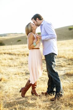 I LOVE this! So so cute! :) #engagement #photography #wedding