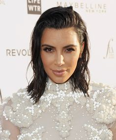 Here's How Real Women Can Wear the Celebrity Wet Hair Trend How to Do the Kim Kardashian Wet Hair Tr Wet Look Hair, Wet Hair, Hair Looks, Look Short, Voluminous Hair, Celebrity Beauty, Makeup Forever, Real Women, Huda Beauty