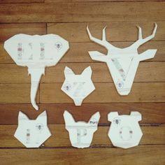 Posa vasos de oso, perro, lobo y zorro. Porta calientes de elefante y venado. Diseño por @themazinger ilustración por #Himallineishon . #art #illustration #homedecoration #homedecor #animal #hamdmade #handpainted #design #bee