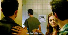 "Teen Wolf Season 4 Episode 06 ""Orphaned"" Stiles, Lydia, and Deputy Parrish I K R! Parrish is just pretty cool! Teen Wolf Mtv, Teen Wolf Funny, Teen Wolf Dylan, Teen Wolf Cast, Dylan O'brien, Stiles, Deputy Parrish, Teen Wolf Scenes, Jordan Parrish"